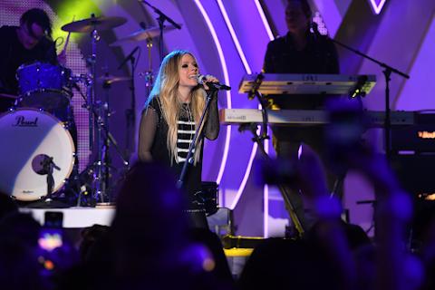 Radio Dimension FM: Transmitiendo lo mejor de Avril Lavigne ahora!