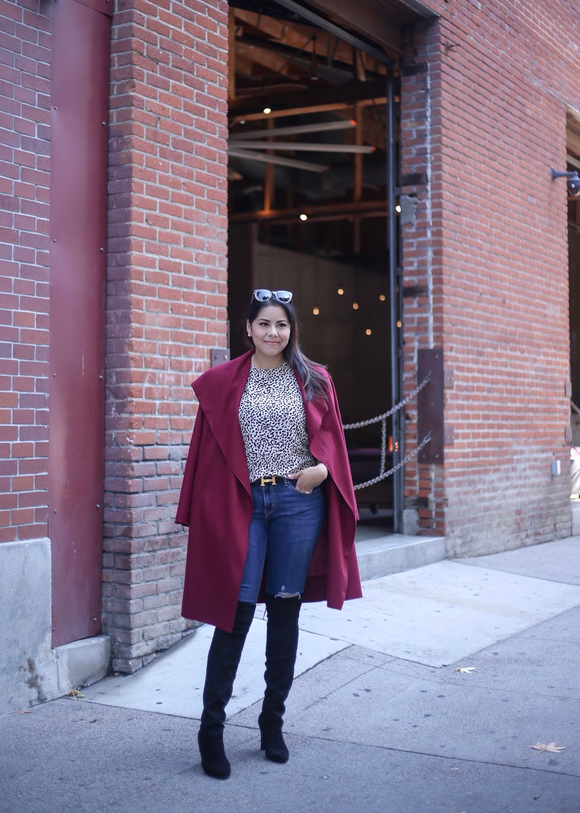 how to wear a burgundy coat 2018, latina fashion blogger