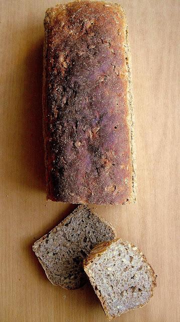 Chleb ze słonecznikiem (na żytnim zakwasie)