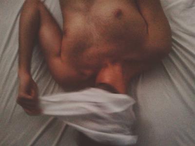 Selfie para instagram mostrando una faceta sexy y misteriosa utilizando un velo para cubrir la cara.