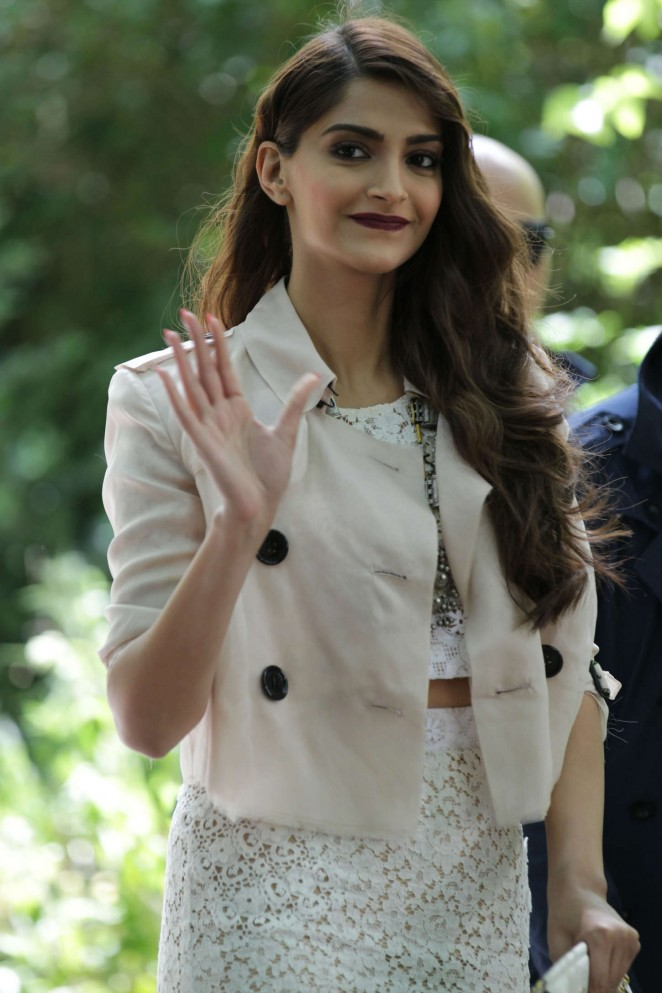 Sonam Kapoor shows curves in a lace pencil skirt at the Burberry Men's Fashion Show