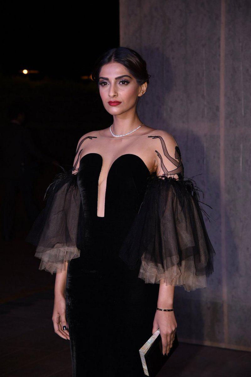 Hot Sexy Sonam Kapoor en Manish Malhotras 50 aniversario-8438