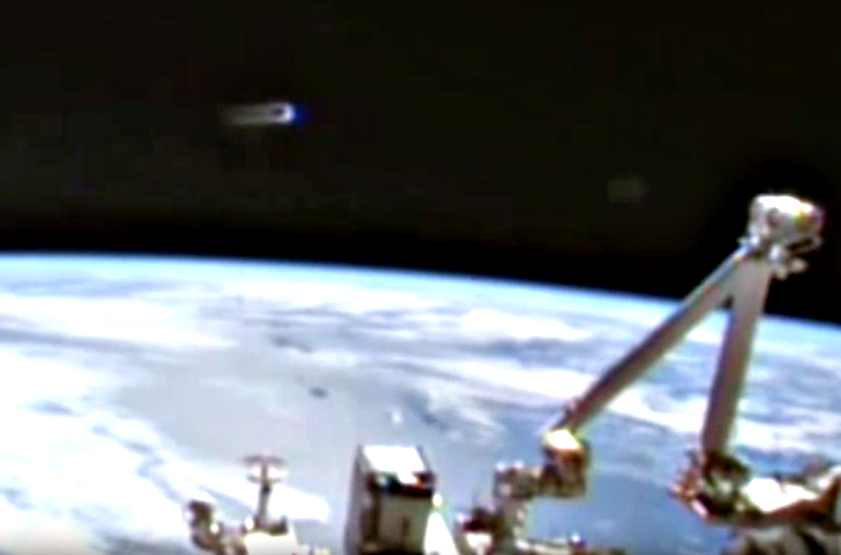 UFO SIGHTINGS DAILY: UFO Visits Space Station Again, Looks ...