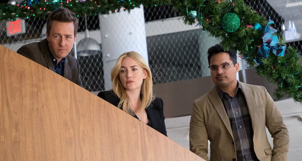 Edward Norton, Kate Winslet y Michael Peña en Belleza Oculta