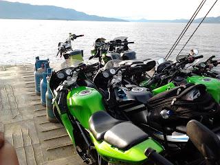 Motor Ninja di atas feri ke Pulau Samosir