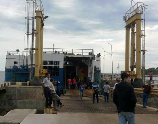 KM.Lestari Maju Dilarang, Muat Penumpang, Pengguna Jasa Datangi ,Kantor Pelabuhan