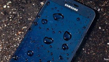 2. consejos salvar smartphone mojarse