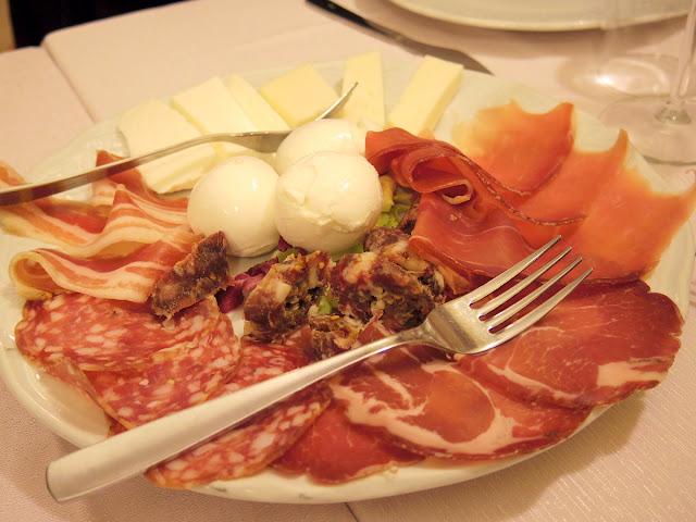 チーズやサラミやハム