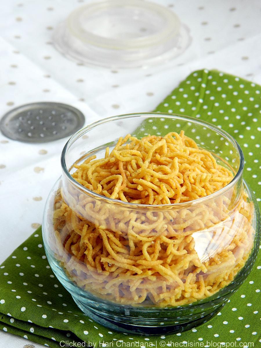 aloo bhujia recipe, how to make aloo bhujia, deepavali snacks recipes, diwali snacks north indian