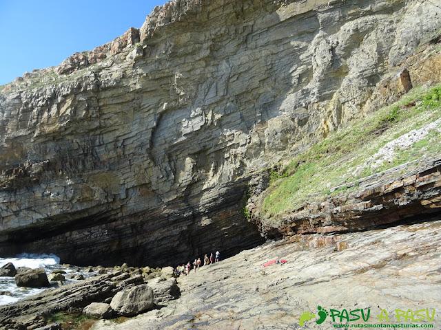 Ruta a la Cueva de la Iglesiona: Hacia la entrada de la Iglesiona