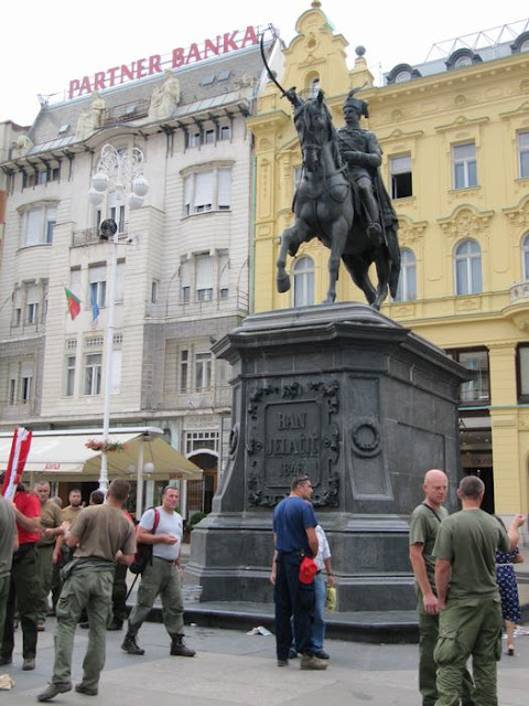 Trg. Josip Jelačić, plaza Josep Jelacic,plazas zagreb, estatua ecuestre Jalacic