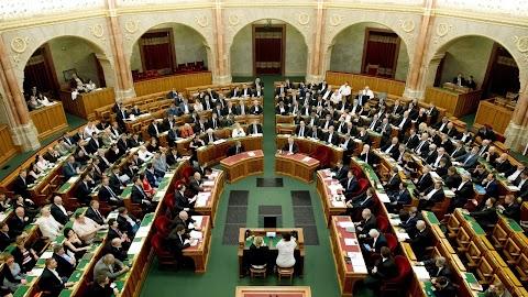Szavazásokat követően vonul szünetre a parlament