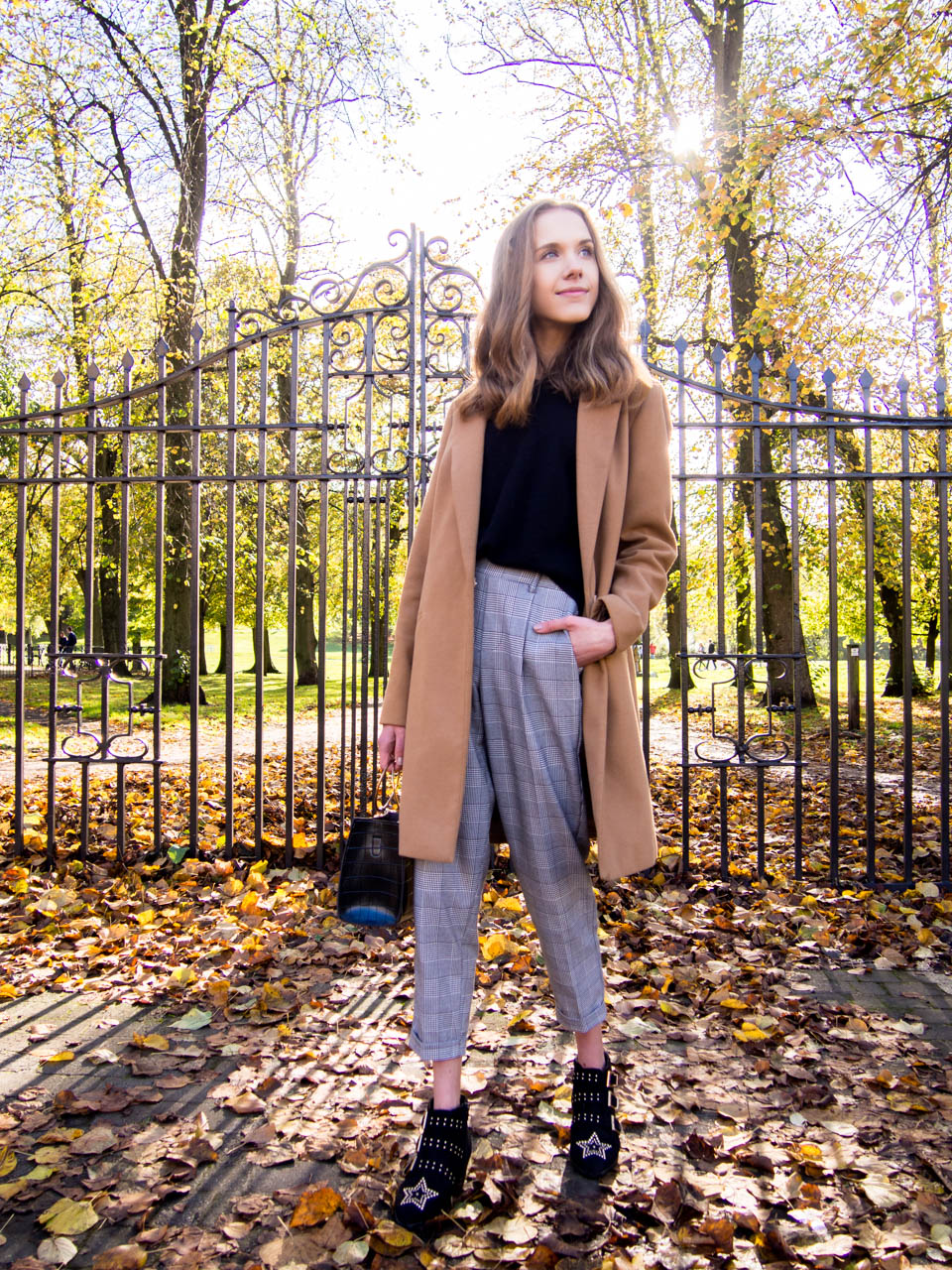 fashion-blogger-autumn-outfit-inspiration-camel-coat-check-trousers-studded-ankle-boots