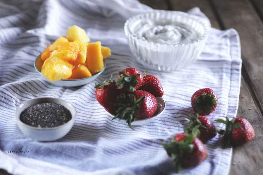 Parfait de chía, mango, fresas y cúrcuma- kidsandchic