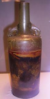 botella vino1 521x1024 - Garrafa de vinho com 1.600 anos encontrada em tumba romana