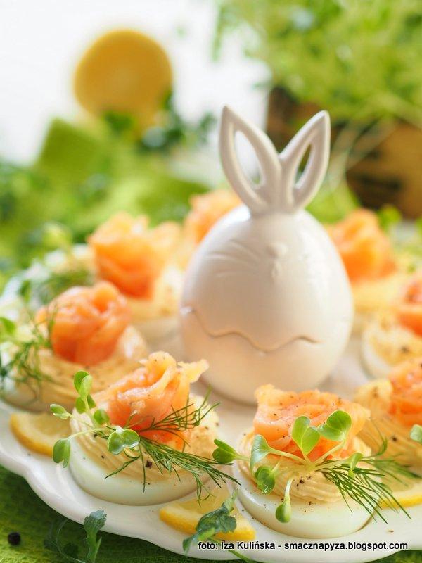 jajko z farszem, jajeczka lososiowo chrzanowe, jajka wielkanocne, wielkanoc, jajo, sniadanie wielkanocne