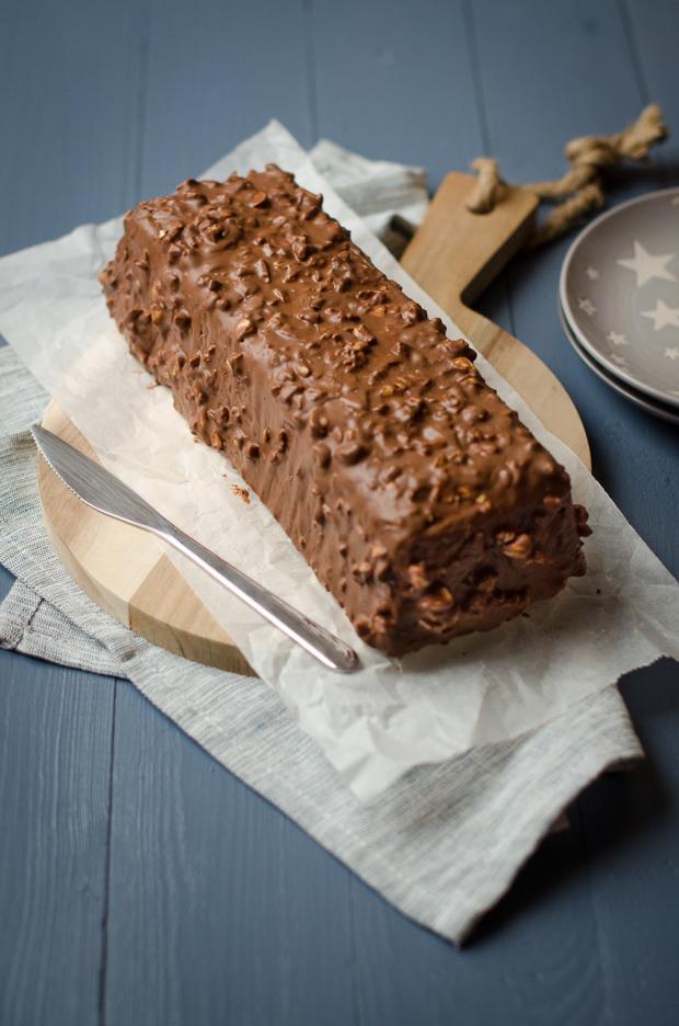 Cake marbré au chocolat habillé en ferrero rocher