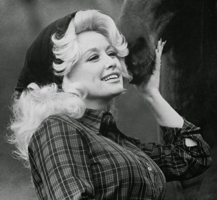 20 Beautiful Portrait Photos Of Dolly Parton In The 1970s