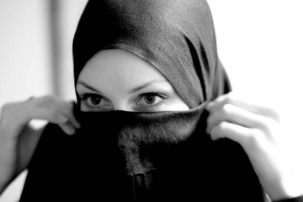 Suami Perlu Jaga Aurat Isteri Walau Di Rumah Ibu Bapa Sendiri Untuk Elak Musibah