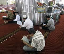 Manfaat Mendengarkan Tilawah Al-Quran