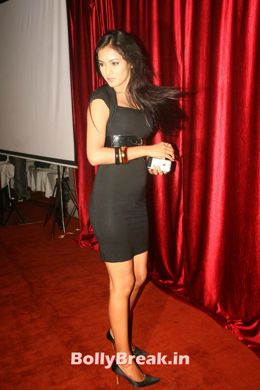 [IMG] [/IMG],  Sonal Chauhan Hot HD Pics in Black Dress