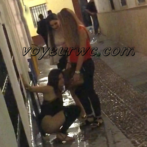 Girls Gotta Go 55 (Spanish drunk girls pee in a public place)