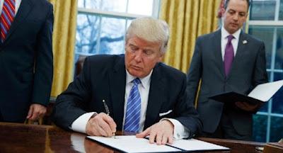 Президент США підписав закон про санкції проти РФ