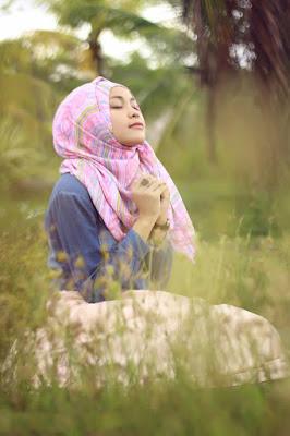 Foto Cewek Model  hijab 2 warna Foto Cewek Model  hijab 2017