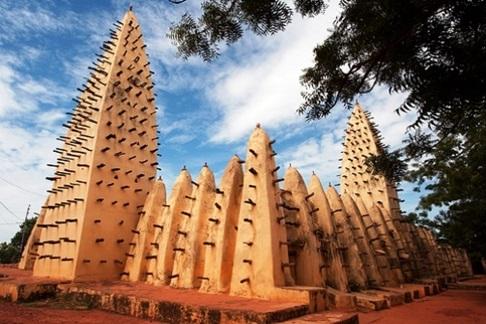 Pasukan Bersenjata Serang Masjid di Burkina Faso