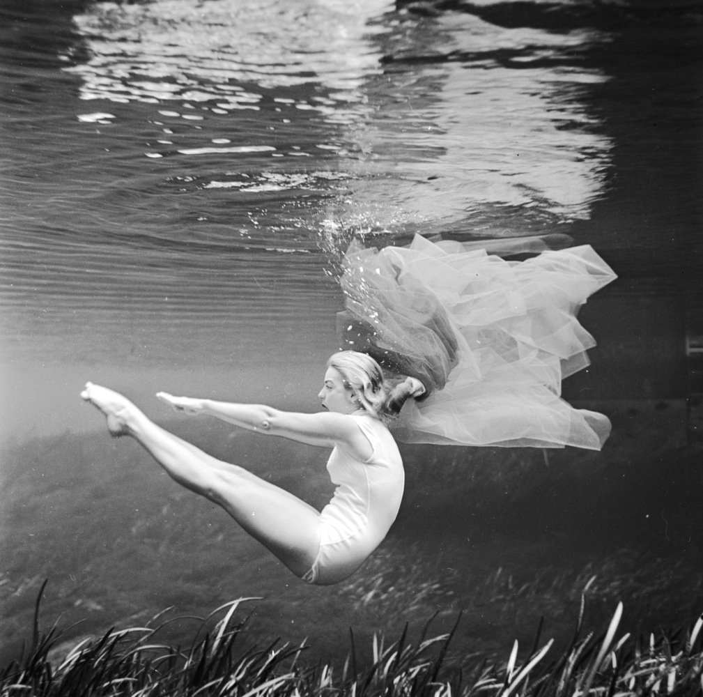 17-Bruce-Mozert-The-Birth-of-Underwater-Photography-and-Filming-www-designstack-co