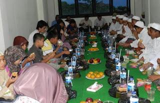 kegiatan buka bersama atau Iftar