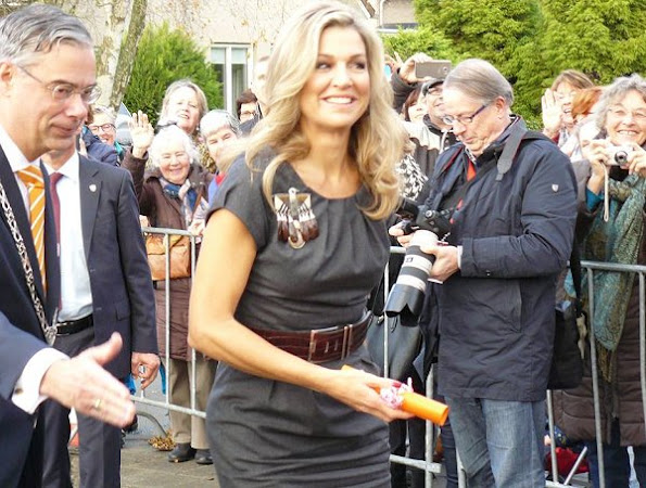 Queen Maxima wears Natan dress, Natan belt, Natan pumps, Natan jewelery earrings. Cartier diamond wristwatch