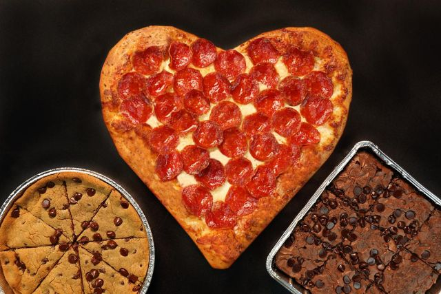 Toll Heart Shaped Pizza Rolls Out At Pizza Hut For Valentineu0027s Day