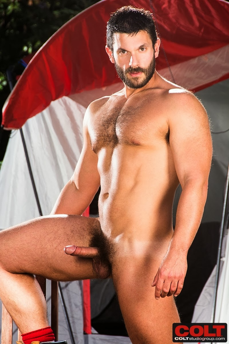 Muscle Bear Bob Hager Gets Nude - Hairy Guys In Gay Porn-8282