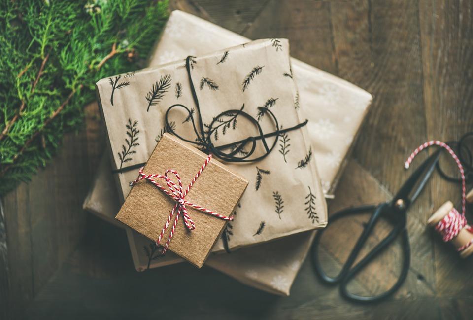 Przegląd zestawów prezentowych poniżej 100zł z dobrym składem z drogerii i perfumerii - czyli co kupić na gwiazdkę