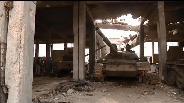 Ejército sirio expone armas y tanques incautados de Daesh en Hama