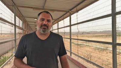 O repórter Yan Boechat grava reportagem em Gaza - Divulgação/Band