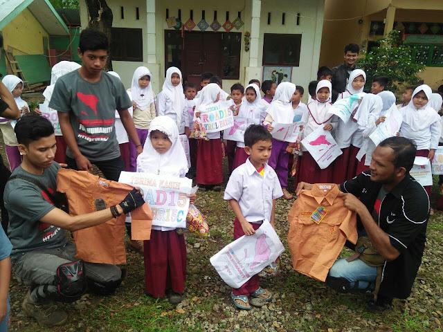 Club R15 Aceh Salurkan ATS ke Sekolah Di Pijay