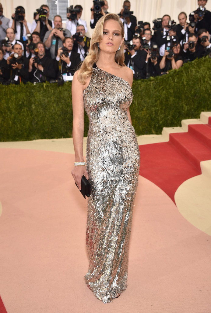 Anna Ewers at the 2016 MET Gala