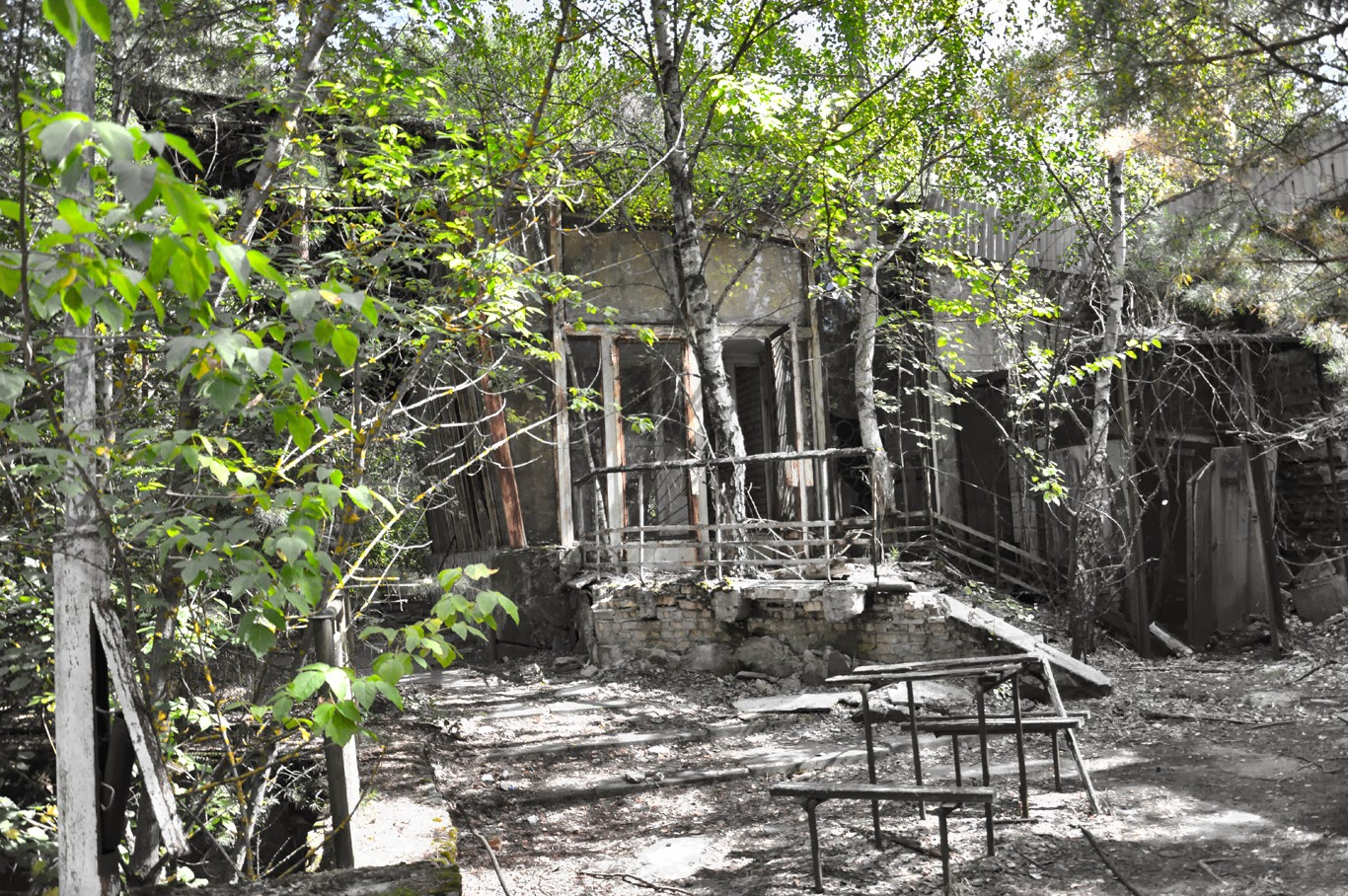 falling apart buildings czernobyl prypeć