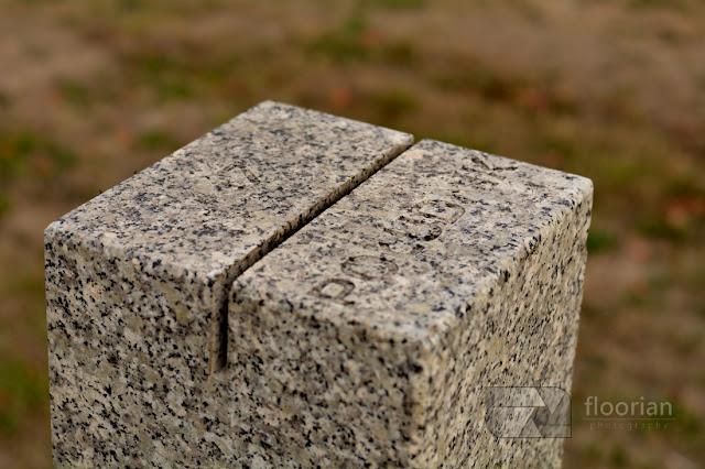 Kamień wyznaczający 17 południk znajdujący się tuż przy moście Milenijnym we Wrocławiu