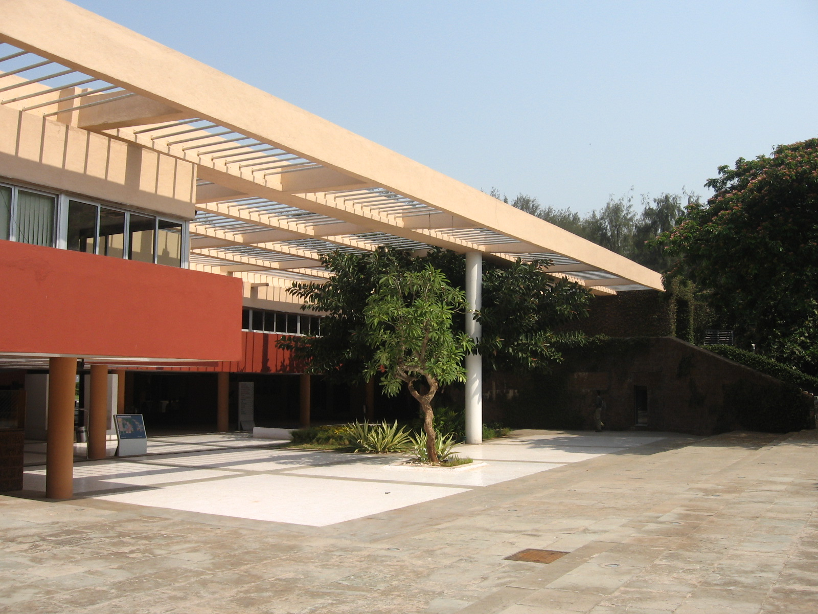 ARCHITECTURE STUDENT'S CORNER: CHARLES CORREA - KALA ACADEMY