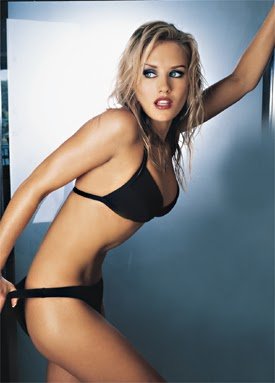 Style Nicky Whelan Hot Looks