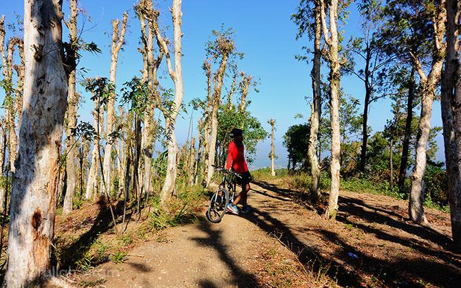 Foto bersama sepeda kesayangan di area lahan Pohon Kayu Putih, Imogiri