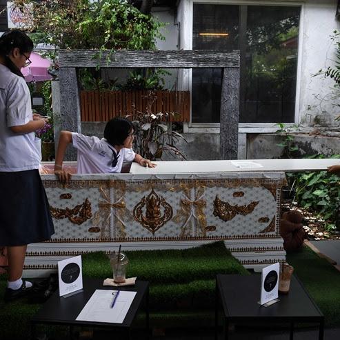 BANGKOK: UNA CAFETERIA TEMÁTICA INVITA A LOS CLIENTES A METERSE EN UN ATAÚD