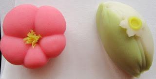 季節の主菓子<紅梅・水仙>・干菓子<桜・菜の花>