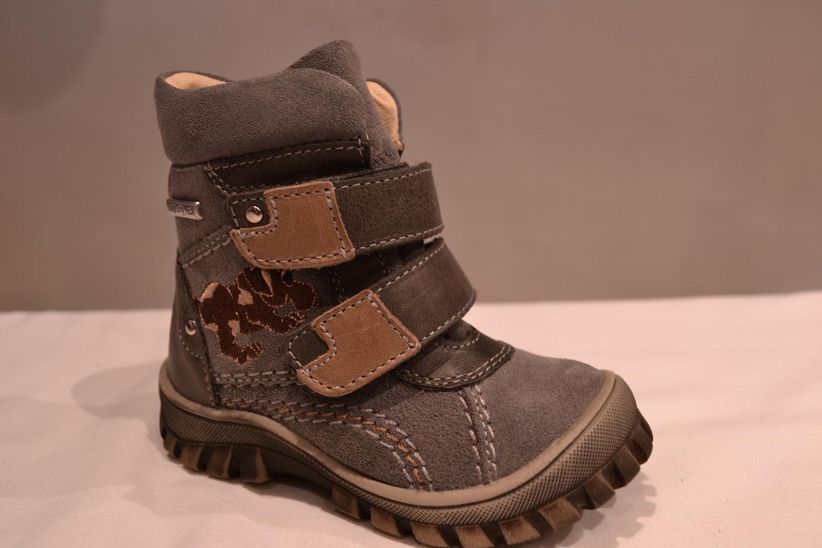 b625a68420 Egy jó téli cipő amellett, hogy meleg nem árt ha vízhatlan is, ami azt  jelenti, hogy hóban illetve esőben sem lesz vizes a gyerkőc lába.