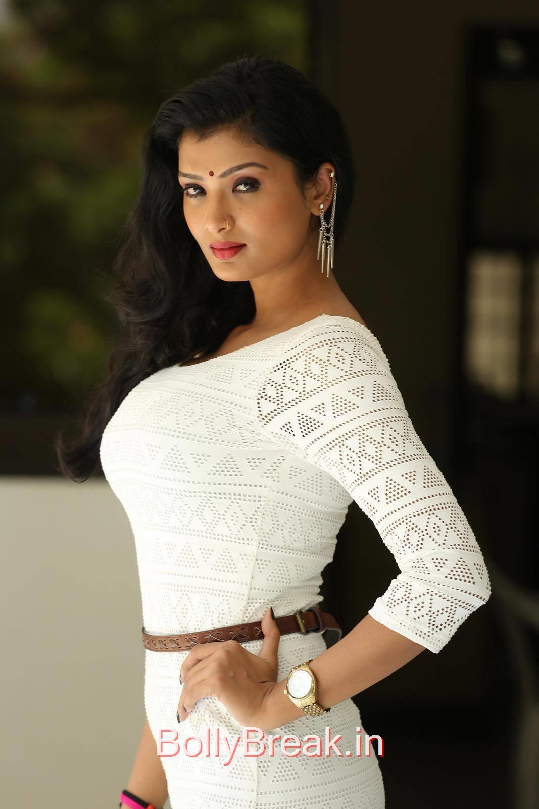 Ishita Unseen Stills, Actress Ishita Side Pose Hot Photo Gallery in HD
