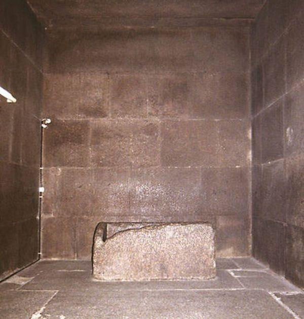 الهرم من الداخل  Pyramid Inside