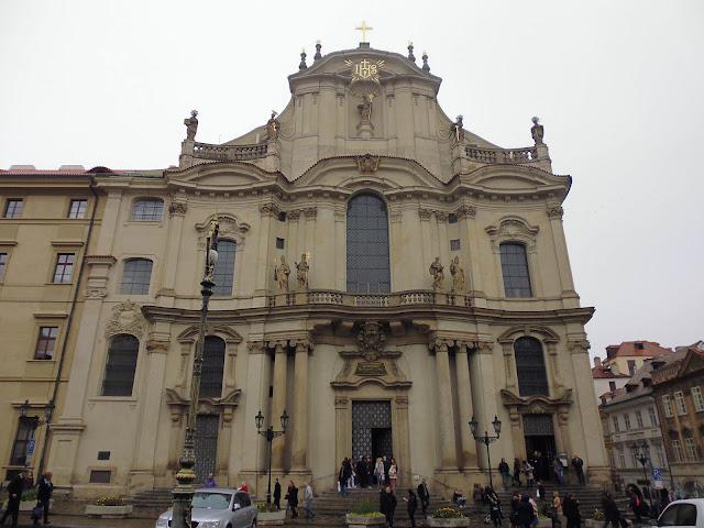 Iglesia de San Nicolás en Barrio de Malá Strana (Praga) (@mibaulviajero)
